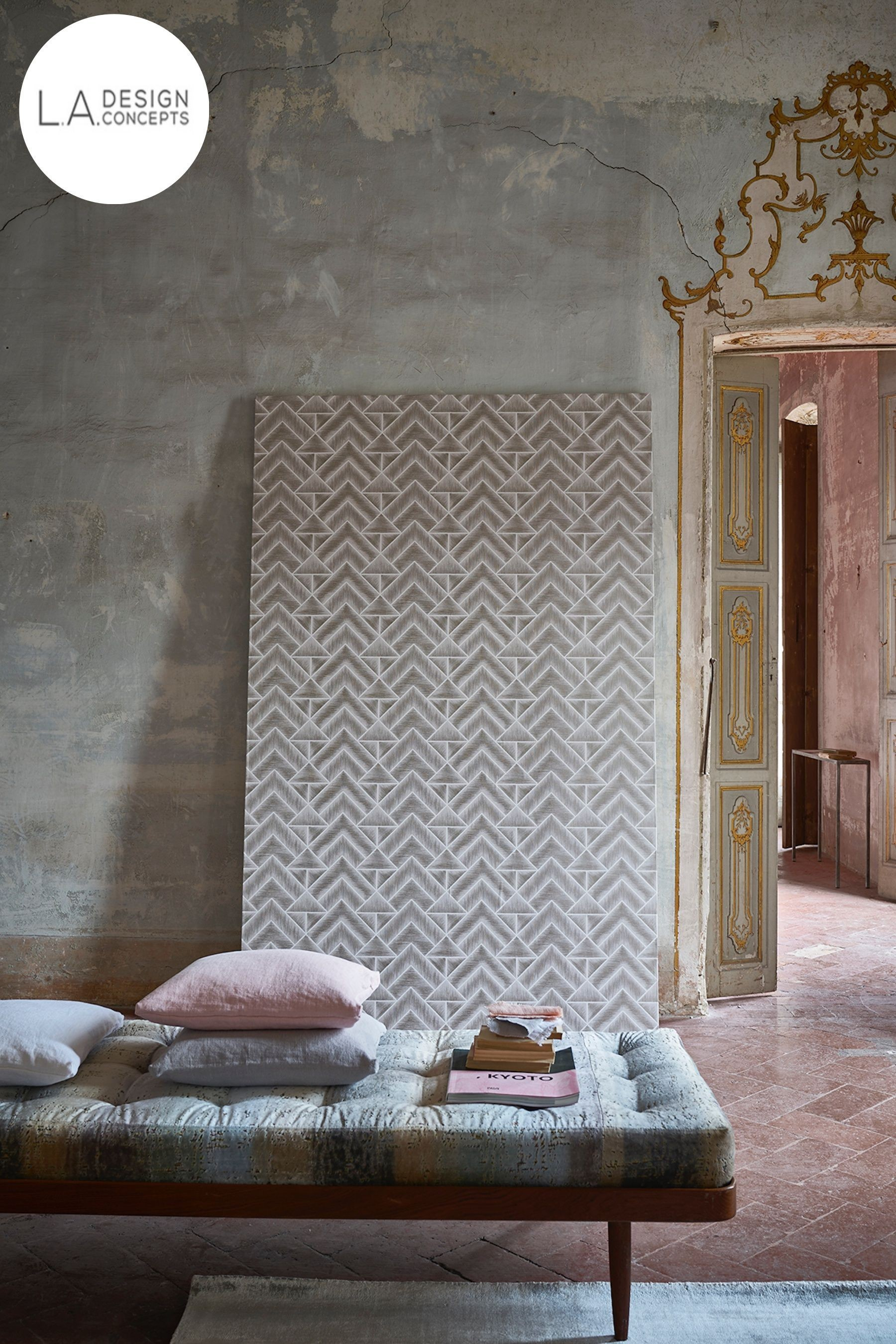 DESIGNERS GUILD WALLPAPER Mandora Heather These wallpapers can be used for dining rooms