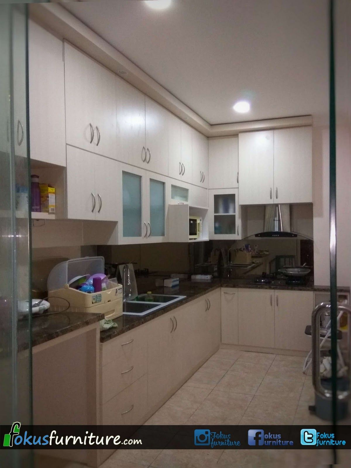 Desain kitchen set dapur paling indah untuk kitchen set finishing hpl